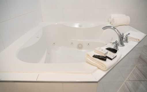 King Suite Jetted Tub